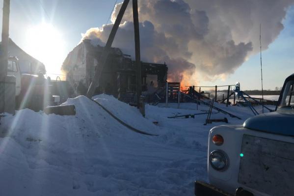 Огонь уничтожил дом