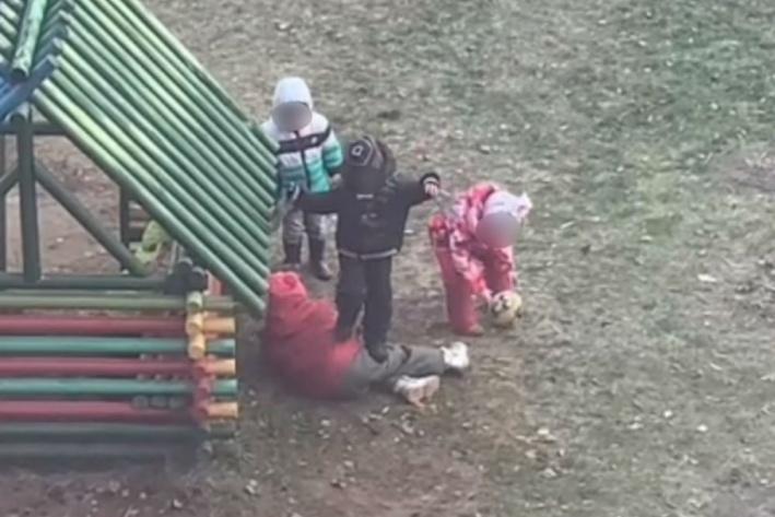 Сначала подумал, что детки играют...