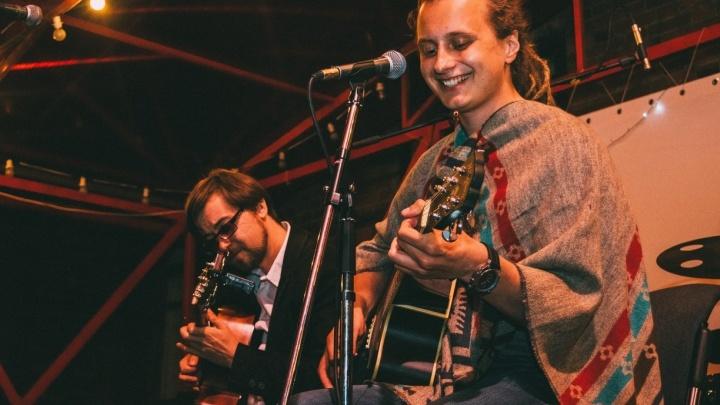 Концерт в мешке: в Екатеринбурге проводят секретные квартирники, билеты на которые разбирают за 3 минуты
