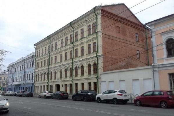 «Дирижабль» располагается в здании Коммерческого клуба в центре Самары