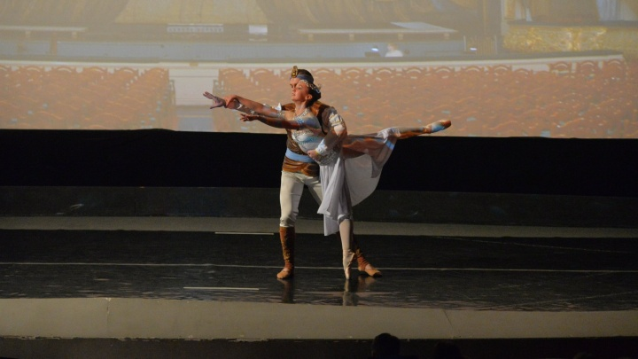 """В """"Салюте"""" перед показом """"Матильды"""" артисты Оперного театра станцевали балет"""