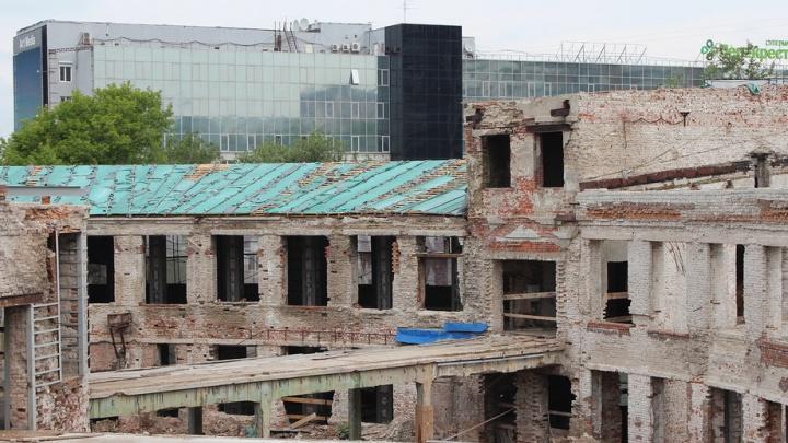 «Закроем армированной плёнкой»: власти рассказали, как будут спасать Фабрику-кухню