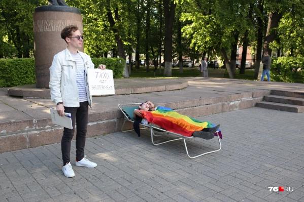 Активисты устроили минутную акцию на площади Волкова