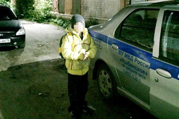Мальчика забрали в детскую комнату полиции, а потом вернули маме