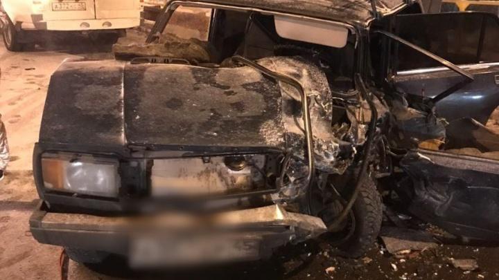 В Кургане при столкновении двух ВАЗов погиб пожилой водитель