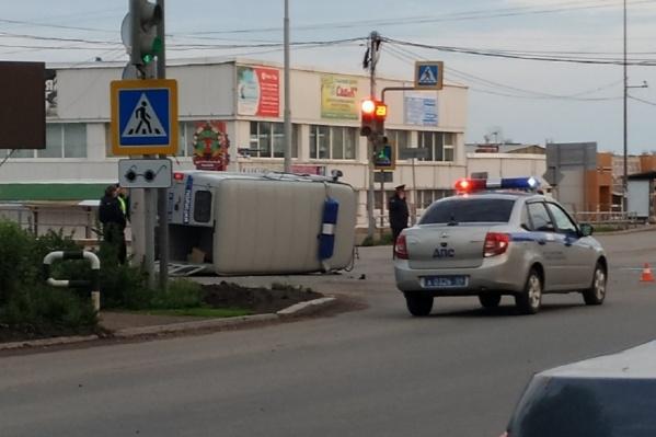 УАЗ перевернулся после столкновения с Lada Granta