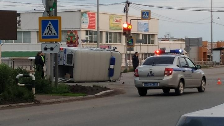 В Чайковском полицейский УАЗ перевернулся после столкновения с Lada Granta