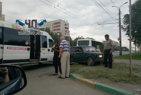 «Пьяный влетел в автобус»: водитель «семёрки» протаранил челябинскую маршрутку