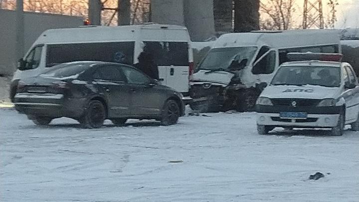 Четверым понадобилась медпомощь: в Челябинске КАМАЗ врезался в маршрутку