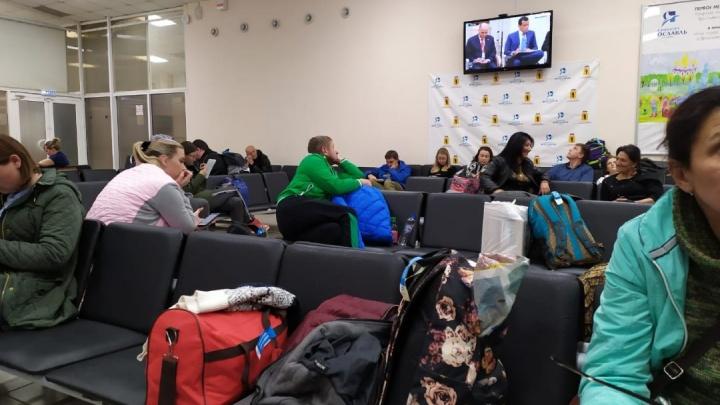 «Резко затормозил на скорости»: в Ярославле из-за неисправности не смог взлететь самолёт