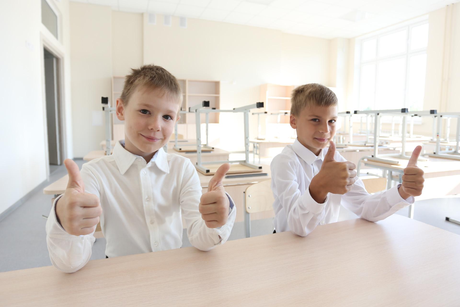 Михаил и Адриан в восторге от увиденного, но 1 сентября им придётся пойти в свои школы