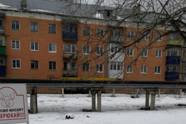 Сразу после трагедии к дому на Кирова, 8 пригнали спецтехнику для чистки крыш