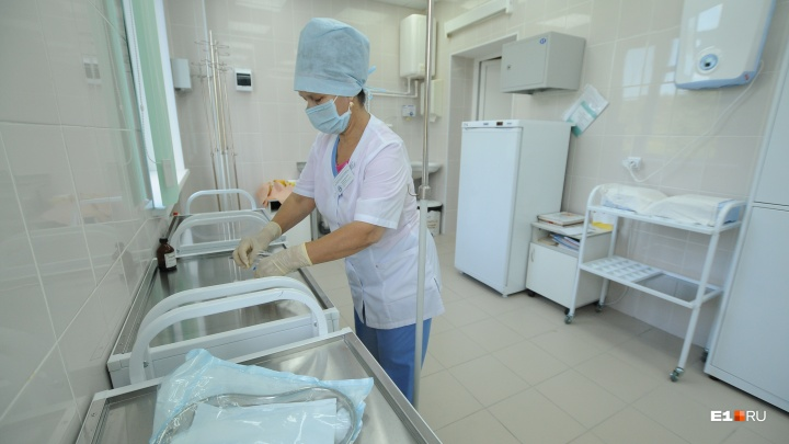 Главврачу сказали выйти: чем закончилась встреча медиков ОДКБ, где недовольны зарплатой, и чиновников