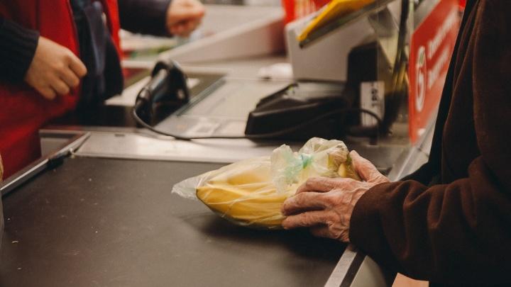 Курганец воровал деньги с банковских карт покупателей в Тюмени. Рассказываем, как он узнавал ПИН-код