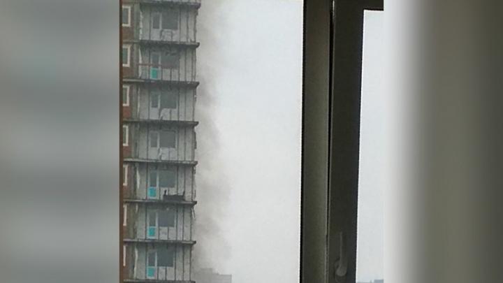 Улицу Дуси Ковальчук затянуло дымом со стройплощадки