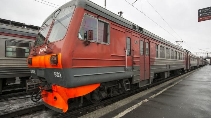В Новосибирске запускают дополнительные электрички, которые увезут дачников из города