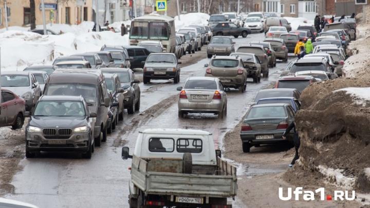 Новогодние пробки: уфимские автомобилисты заблокированы на подъезде к городу