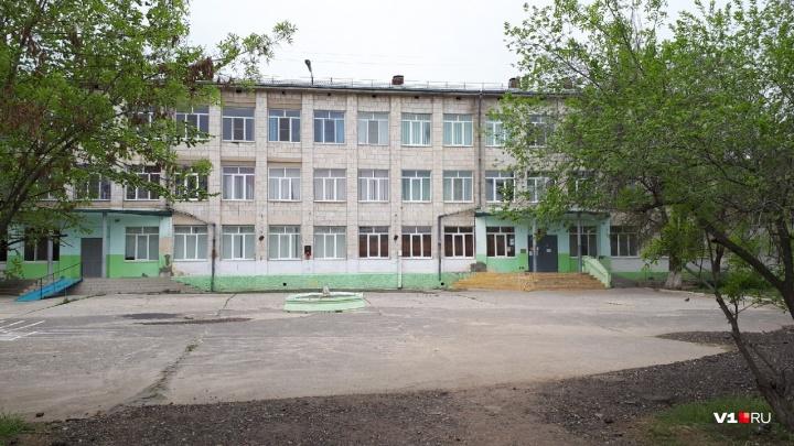 Волгоградцев пустили в закрытую из-за вспышки пневмонии школу Кировского района