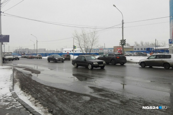Из-за вечернего снега город покрылся лужами