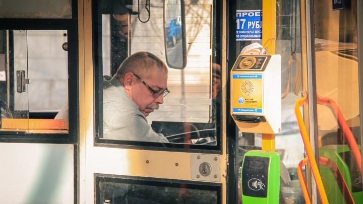 Еще на 25 автобусных маршрутах в Ростове ввели оплату банковской картой
