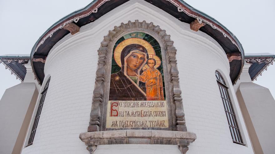 Легенды Успенского монастыря: кто рисовал майолики на церкви — Виктор Васнецов или Николай Рерих?