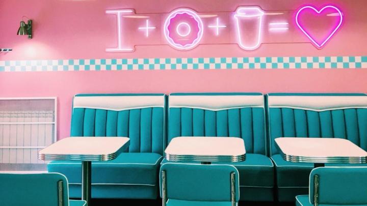 У музея Сурикова открылось кафе в американском стиле с пончиками