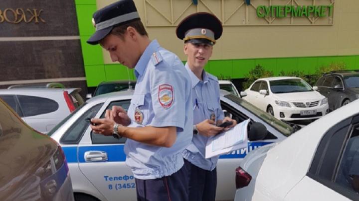 Тюменку, оставившую в машине у «Галереи Вояж» троих маленьких детей, привлекут к ответственности