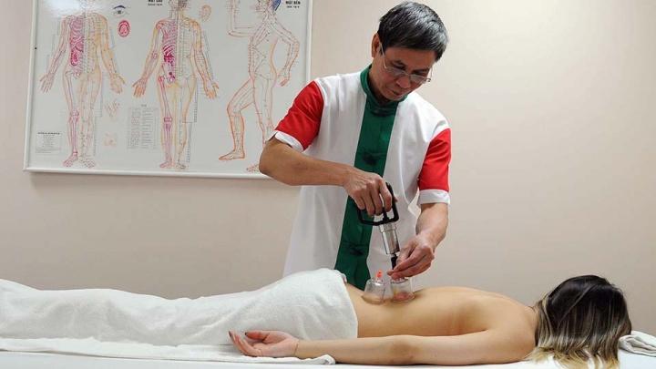 Это не мистика: вьетнамский врач приехал в Челябинск, чтобы ставить на ноги тяжелых пациентов