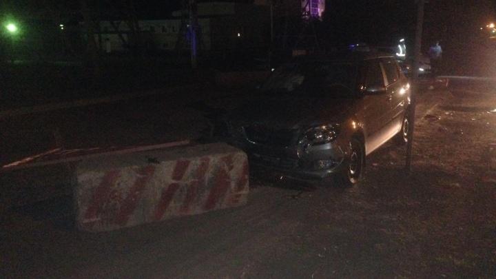 Водитель «Шкоды» в Уфе не заметил бетонный блок: пострадали дети