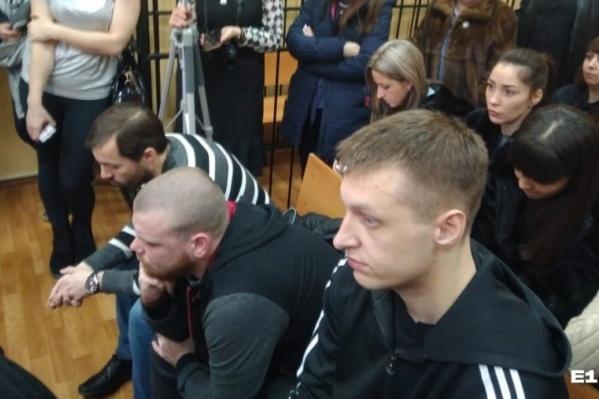 Слева направо — Анатолий Быков, Егор Ялунин, Дмитрий Панов. Суд признал, что они избивали задержанного