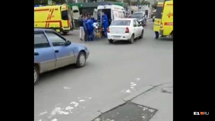 Машина скорой помощи, которая везла пациента в больницу, попала в ДТП на Технической