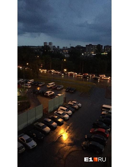 «Град — с перепелиное яйцо»: улицы Екатеринбурга затопило из-за сильного ливня