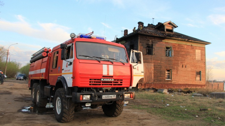 За последние пять дней в Архангельске трижды горели расселённые «деревяшки»