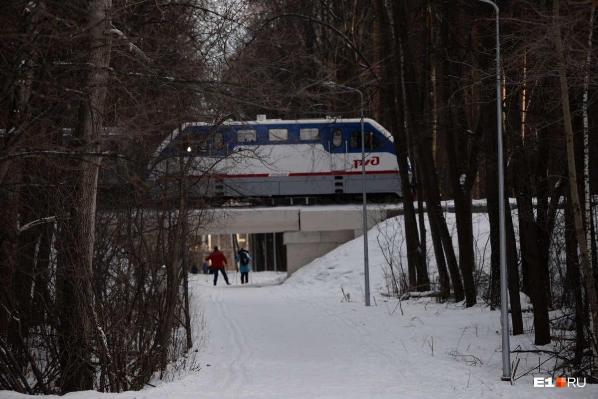 Детская железная дорога — одна из главных фишек парка, но её развитием занимаются РЖД