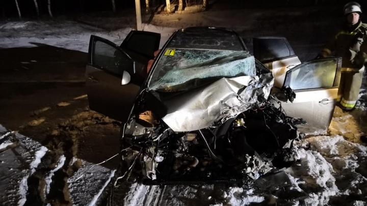 Крутило на дороге: ночью на М-5 дама за рулем врезалась в фуру