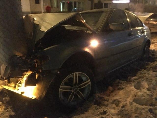 Девушка, управлявшая автомобилем, получила серьёзные травмы головы