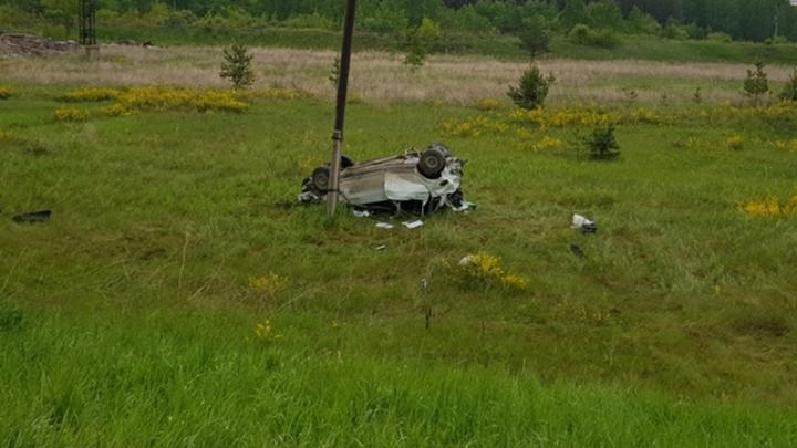 Три человека погибли: на трассе под Богдановичем Priora улетела с дороги