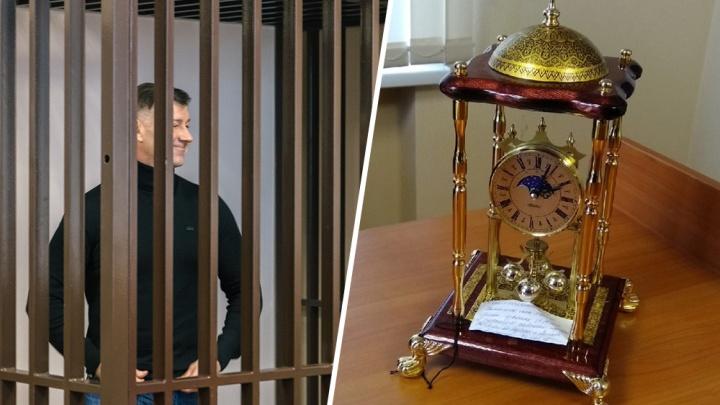 В суде по делу Дмитрия Сазонова показали вещдок: элитные часы с золотым напылением