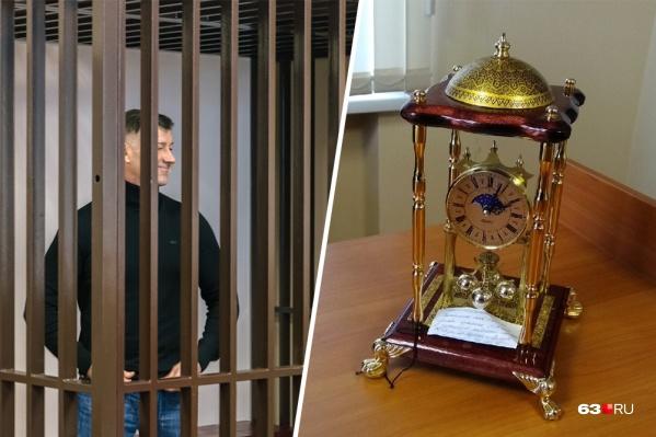 Дорогие часы несколько лет стояли в кабинете силовика