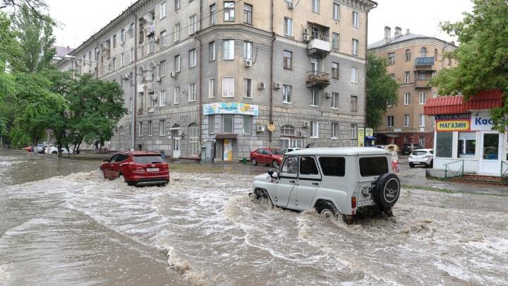 Волгоград ушел под воду: мэрия не нашла проблем в работе ливневок