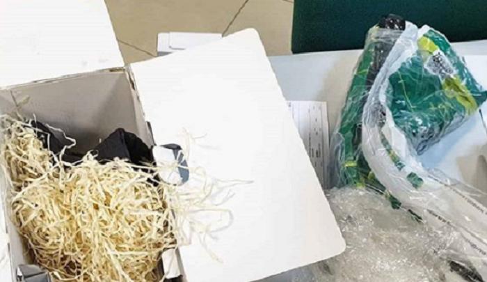 Тюменский фотограф оплатил доставку дорогостоящего объектива, а получил рулон фирменных пакетов