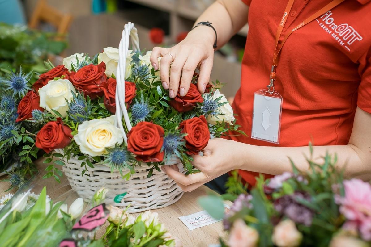 На улице Комсомольской откроется цветочный магазин известной сети, где продают 10 роз за 250 рублей