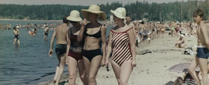 Авторы рассказывают, что лето в год съёмок выдалось жарким— на улице было +40 градусов, а вода в Обском море прогрелась до +25