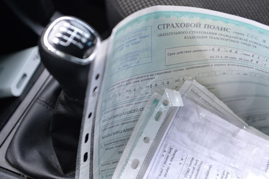 Страховщики неофициально рассказали, что проблемы с продлением ОСАГО возникают из-за негласных запретительных параметров, которыми могут стать год выпуска автомобиля, его марка, возраст и стаж водителя