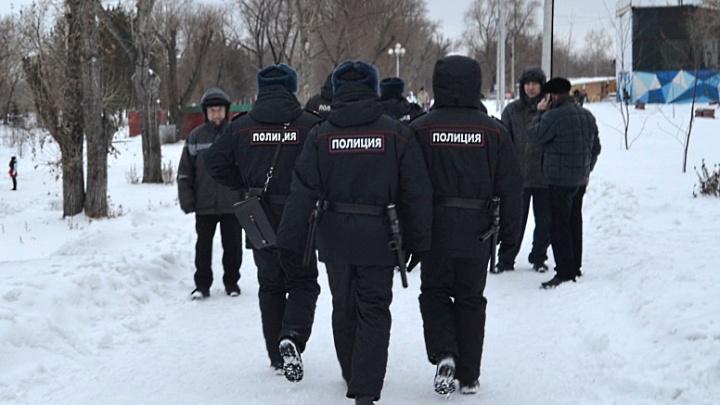 В Омске осудят мужчин, которые устроили ДТП и отобрали у водителя чемодан с 23 миллионами