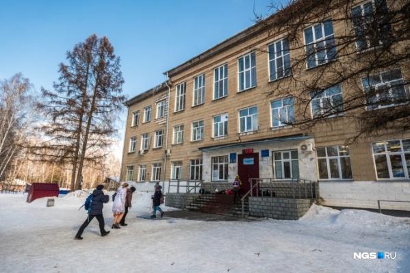 Сейчас в здании учится в два раза больше учеников, чем запланировано