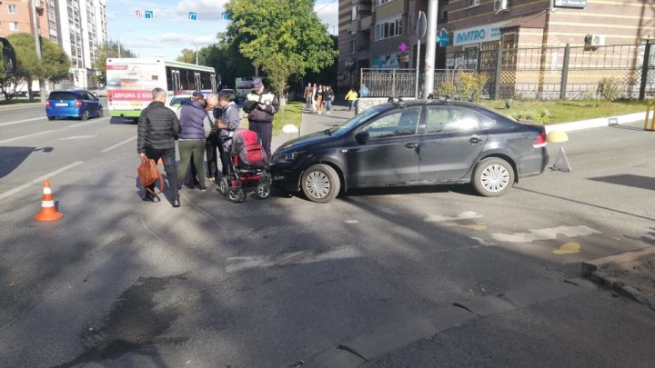 На Ямской 79-летний водительVolkswagen врезался в коляску с пятимесячным малышом