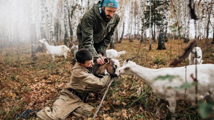«Крепкий мужчина когда нужно – делает»: истории о сибирских мужчинах и их сыновьях