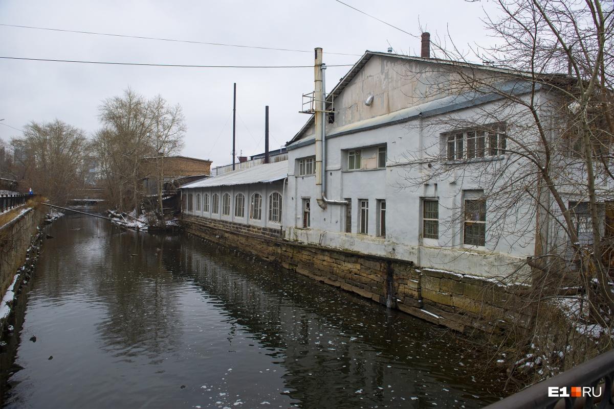 Фабрика плющильная с магазином листового железа, построенная в 1826 году
