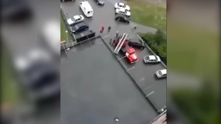 Во время урагана житель Башкирии выпал из окна четвертого этажа